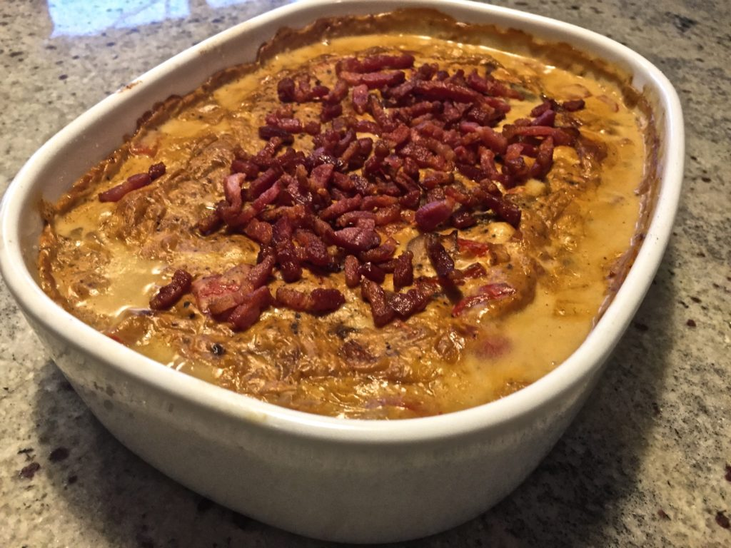 koteletter i fad med pikantost