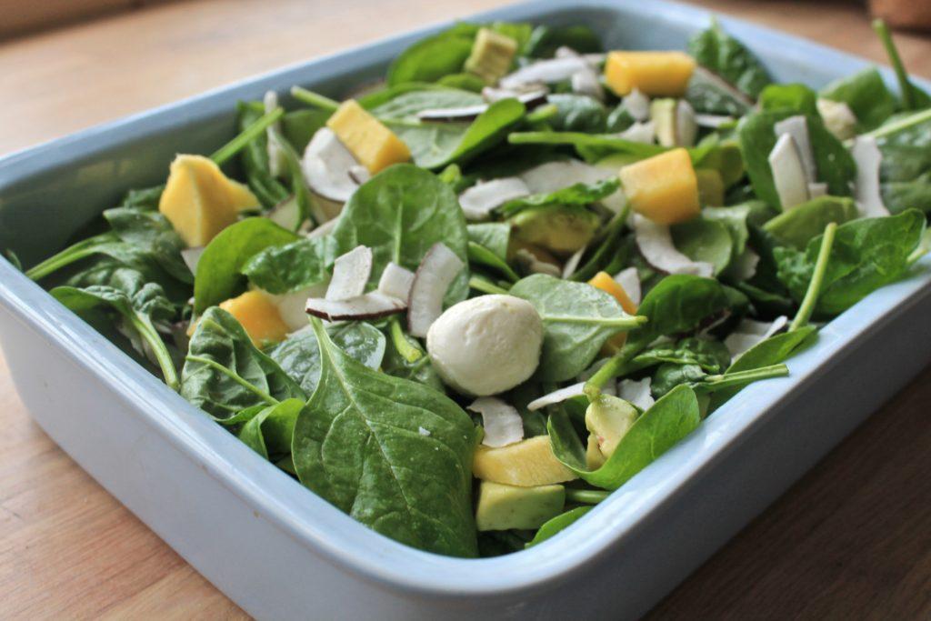 Spinat mango salat