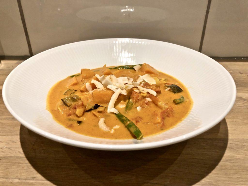 Curry med søde kartofler og tigerrejer