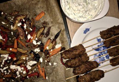 Oksespyd med ovnbagte grøntager og tzatziki